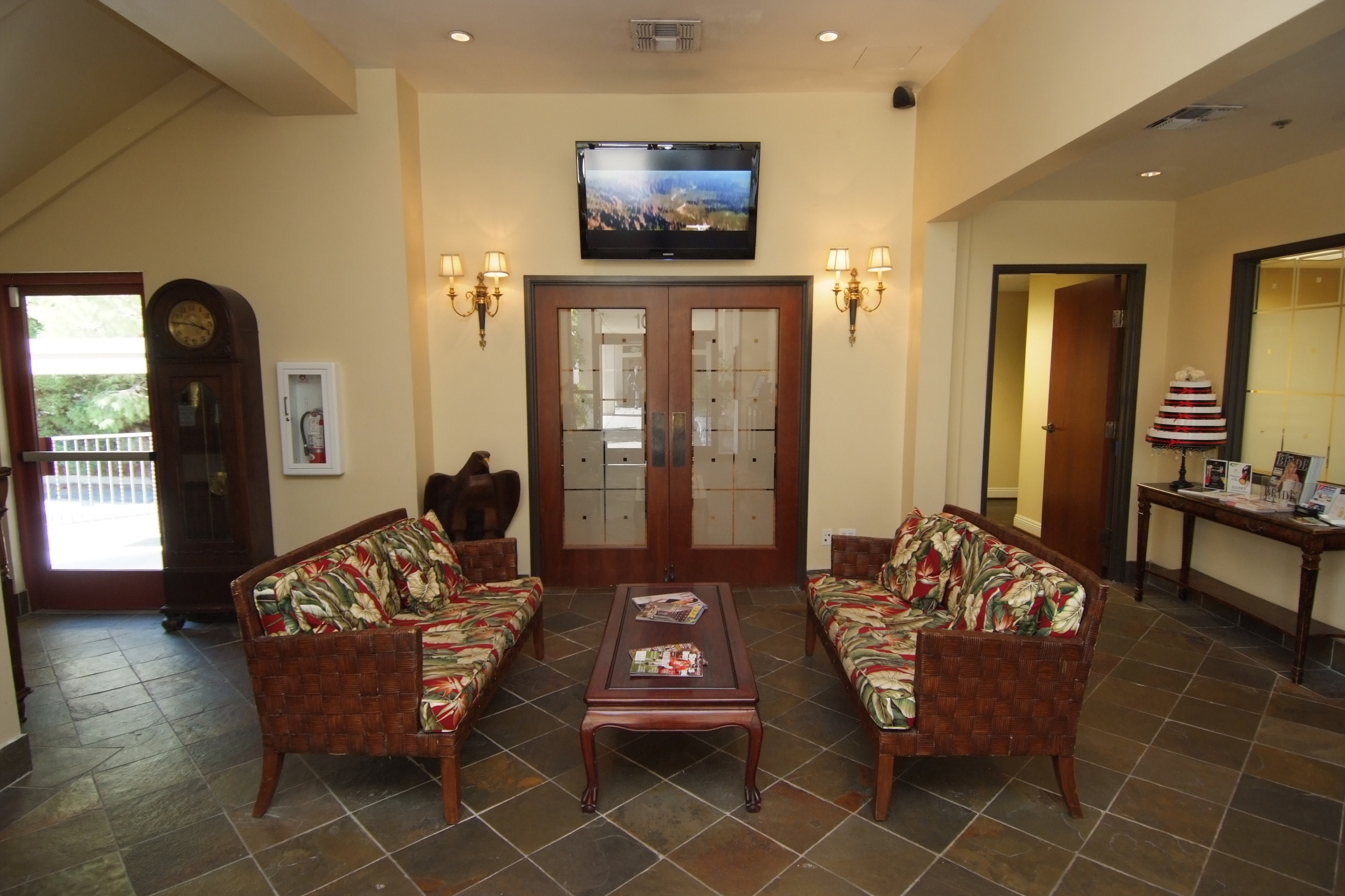 Lakeside Business Suites Lobby Image
